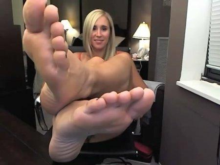 Foot Slut 4 Ever
